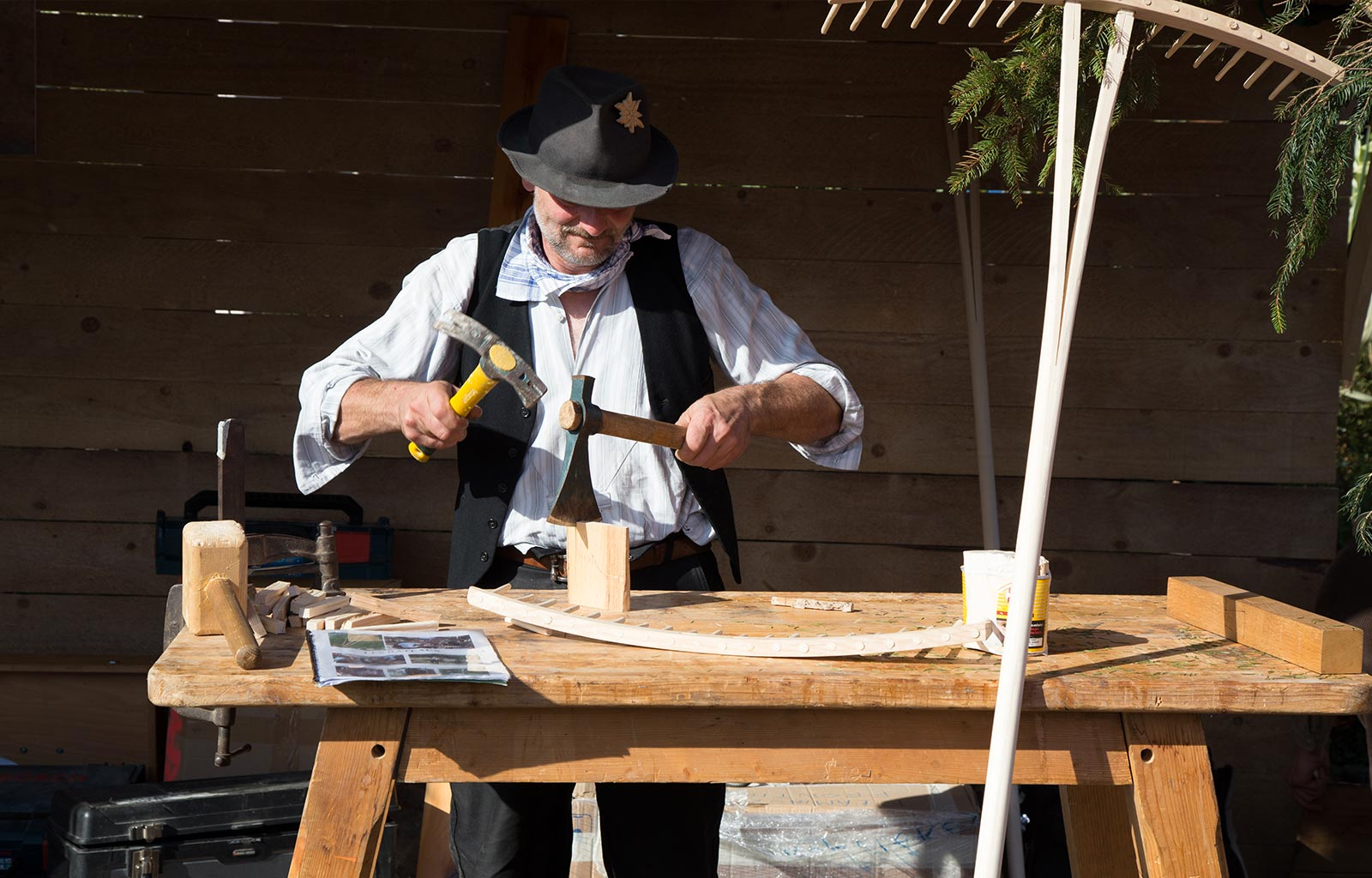 Vieux métiers - Fabrication de rateaux
